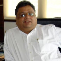 Rakesh-Jhunjhunwala -  ABOUT Investor and trader who worked with the asset management firm Rare Enterprises. BEFORE FAME He studied at the University of Mumbai and Sydenham College. He studied at the University of Mumbai and Sydenham College. TRIVIA He has said that Radha Kishan Damani inspired his investing career. He has said that Radha Kishan Damani inspired his investing career. FAMILY LIFE He had three children with his wife, Rekha Jhunjunwala. He had three children with his wife, Rekha Jhunjunwala. ASSOCIATED WITH A popular blog called The Secret Journal of Rakesh Jhunjhunwala, which was similar to the Fake Steve Jobs blog, parodied his life. A popular blog called The Secret Journal of Rakesh Jhunjhunwala, which was similar to the Fake Steve Jobs blog, parodied his life. Rakesh Jhunjhunwala Popularity   Rakesh Jhunjhunwala Popularity   # 7025 Most Popular Person    # 35 Born on July 5    # 4 Business Executive    # 32 55 Year Old    # 1 Person Named Rakesh    # 18 Born in Mumbai, India    # 1 Cancer Business Executive
